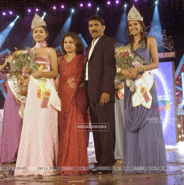 http://img.india-forums.com/images/600x0/187424-ms-nikita-sharma-winner-of-indian-princess-org-mr-sunil-rane-mr.jpg