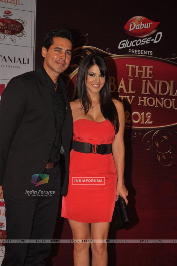 Dino Morea and Sunny Leone at Global Indian Film & TV Honours Awards 2012
