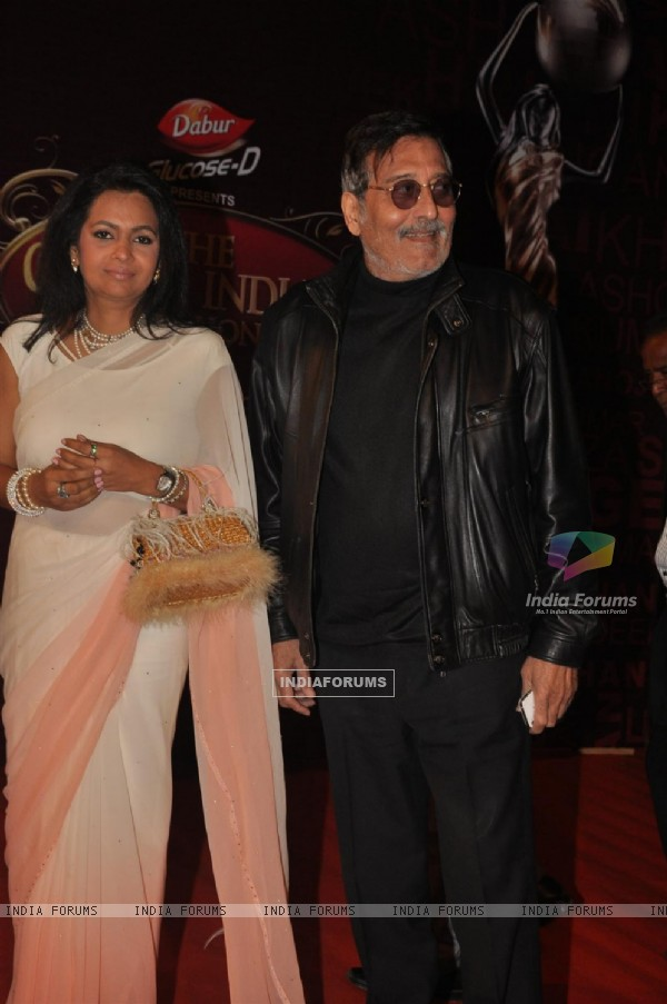Vinod Khanna with wife Kavita Khanna at Global Indian Film & TV Honours Awards 2012