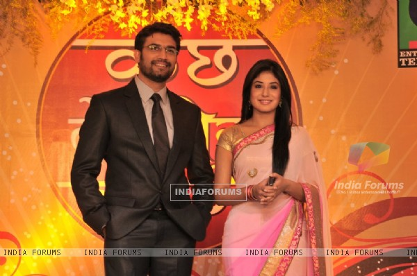 Kritika Kamra & Sharad Kelkar at the Press Conference to introduce Sharad Kelkar as new Dr.Ashutosh.