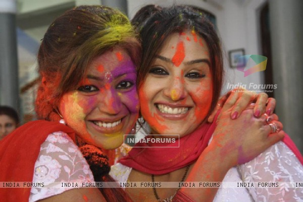 Debina Bonnerjee and Shilpa Shinde on the sets of Chidiya Ghar