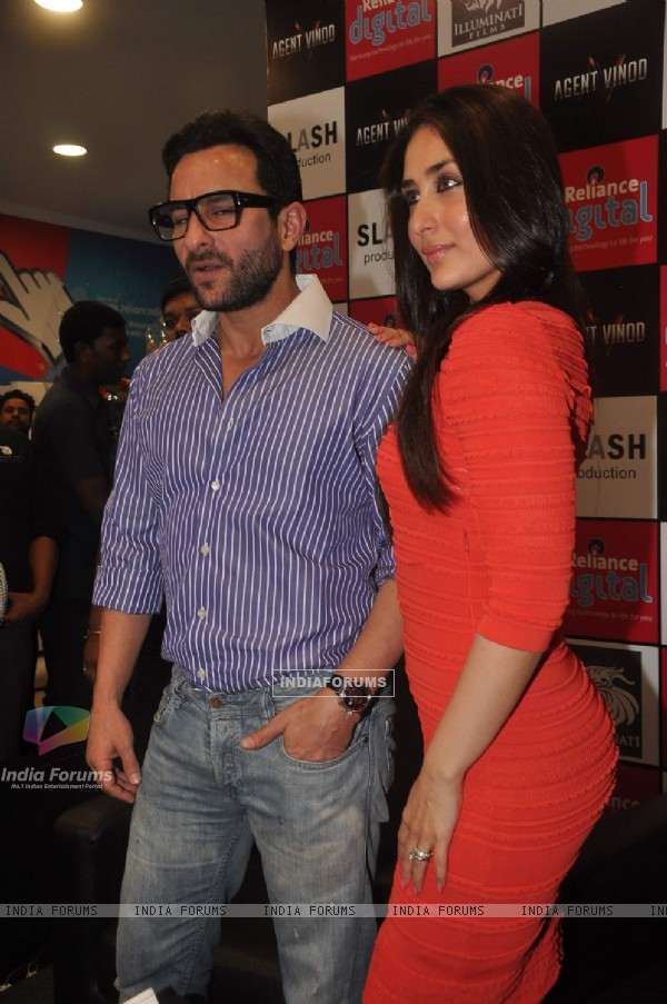Saif Ali Khan and Kareena Kapoor promoting their next film Agent Vinod at Kurla. .