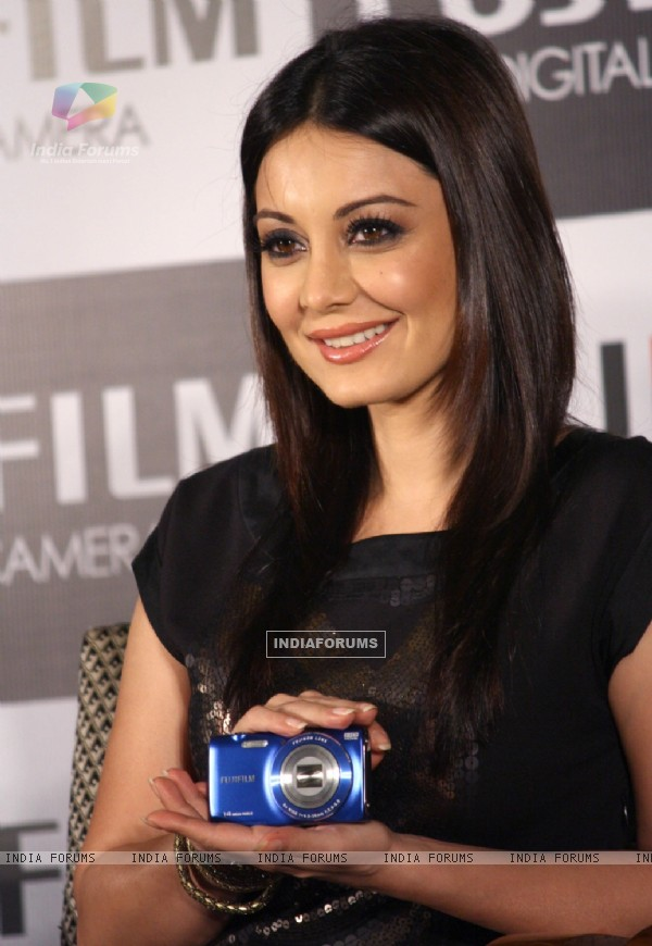 Minissha Lamba at the the unveiling of Fujifilm cameras