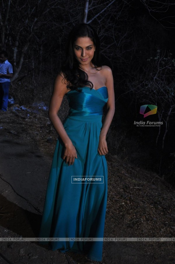 Veena Malik On Location of Movie 'Mumbai 125 Kms'