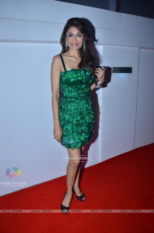 Queenie Singh at Loreal Femina Women Awards 2012