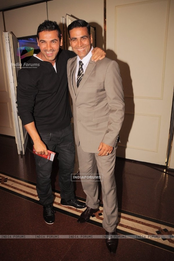 Akshay Kumar and John Abraham at Times Now 'The Foodie Awards' (190196)