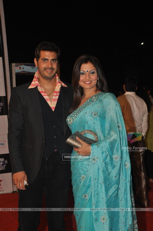 Deepshika Nagpal & Kaishav Arora BIG STAR Young Entertainer Awards 2012