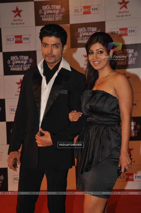 Gurmeet Choudhary & Debina Bonnerjee at BIG STAR Young Entertainer Awards 2012