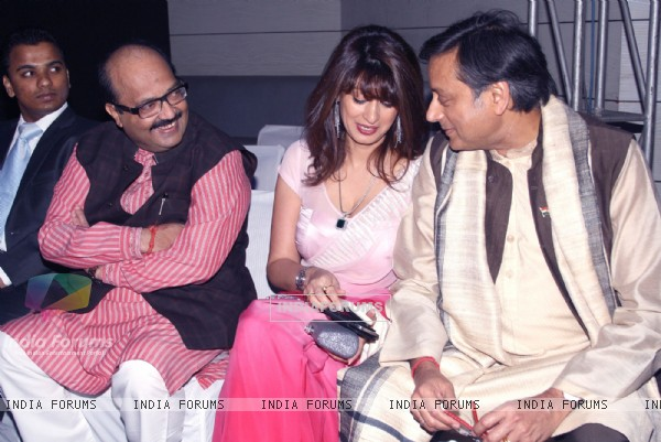 Amar Singh,Shashi Tharoor and wife Sunanda Pushkar at the unveiling of cover page of latest issue of stardust magazine
