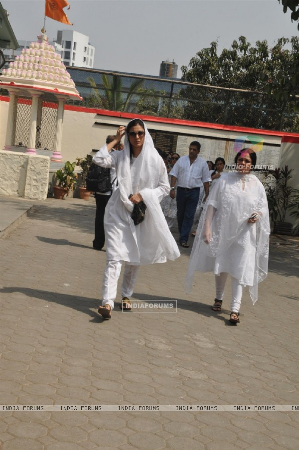 Tanvi Azmi and Tabu at Mona Kapoor's funeral at Pawan Hans