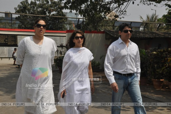 Madhuri Dixit and Dr Sreeram Nene at Mona Kapoor's funeral at Pawan Hans