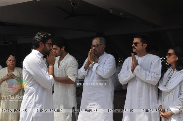 Boney Kapoor, Anil Kapoor and Abhishek Bachchan at Mona Kapoor's funeral at Pawan Hans