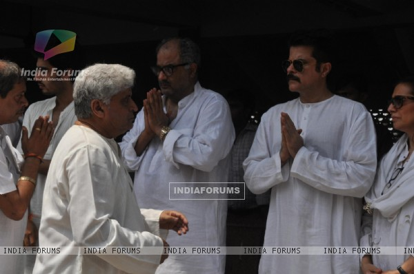 Boney Kapoor, Anil Kapoor and Javed Akhtar at Mona Kapoor's funeral at Pawan Hans