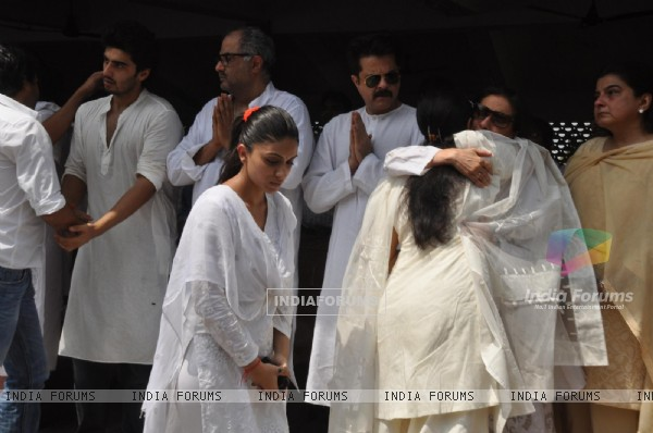 Anil Kapoor, Boney Kapoor and Arjun Kapoor at  Mona Kapoor's funeral at Pawan Hans