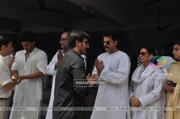 Arbaaz Khan, Arjun Kapoor, Boney Kapoor and Anil Kapoor at Mona Kapoor's funeral at Pawan Hans