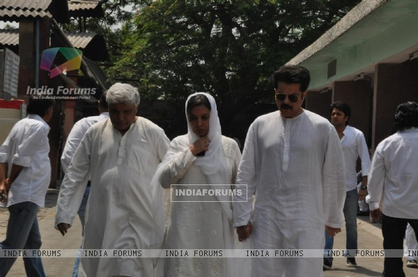Javed Akhtar, Shabana Azmi and Anil Kapoor at Mona Kapoor's funeral at Pawan Hans