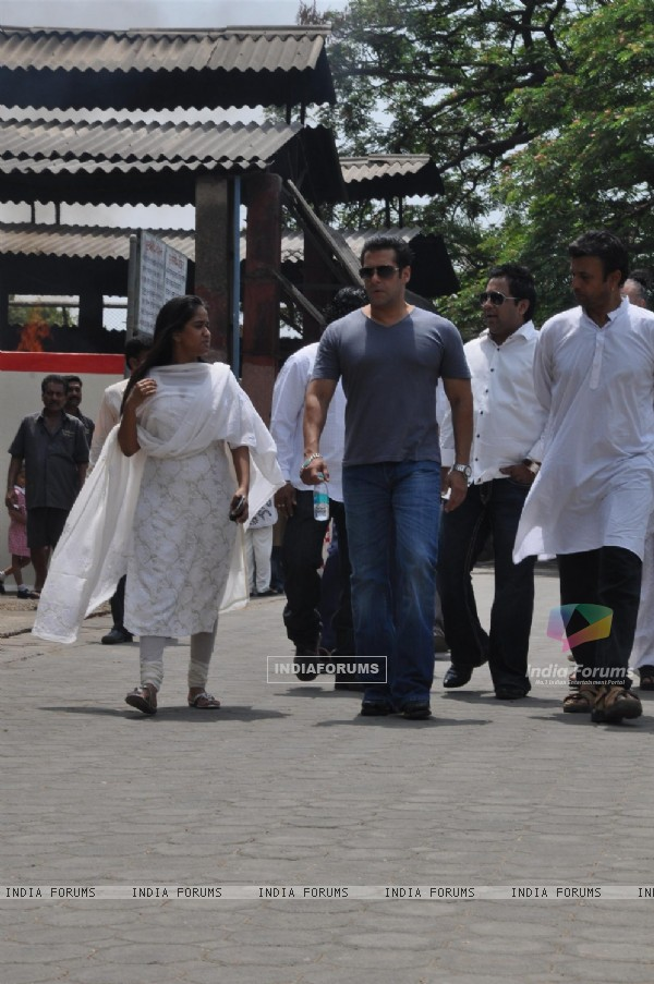Salman Khan with sister Arpita Khan at Mona Kapoor's funeral at Pawan Hans