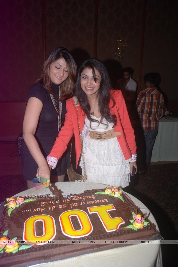 Urvashi Dholakia and Sriti Jha at Saubhagyavati Bhava 100 Episode Success Party