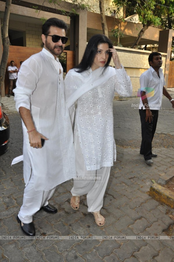 Sanjay Kapoor with Maheep at chautha of Mona Kapoor
