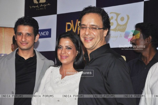 Sharman Joshi and Vidhu Vinod Chopra at premiere of film Parinda at PVR