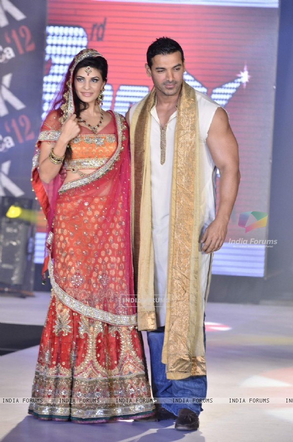 John Abraham and Jacqueline Fernandes of Housefull 2 at fashion show (191400)