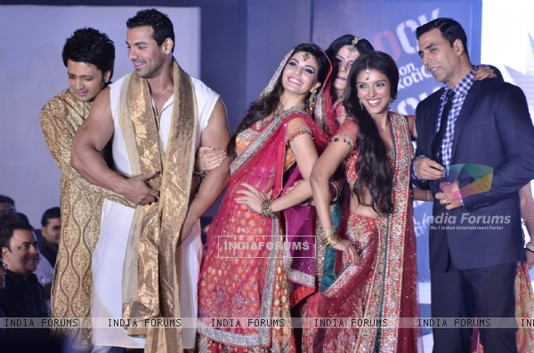 Ritesh Deshmukh, John Abraham, Jacqueline, Zarine Khan, Asin and Akshay Kumar of at fashion show (191402)