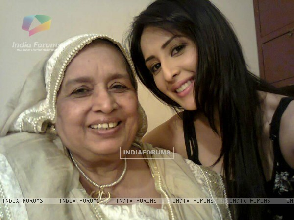 Ayesha and Dadi on the sets