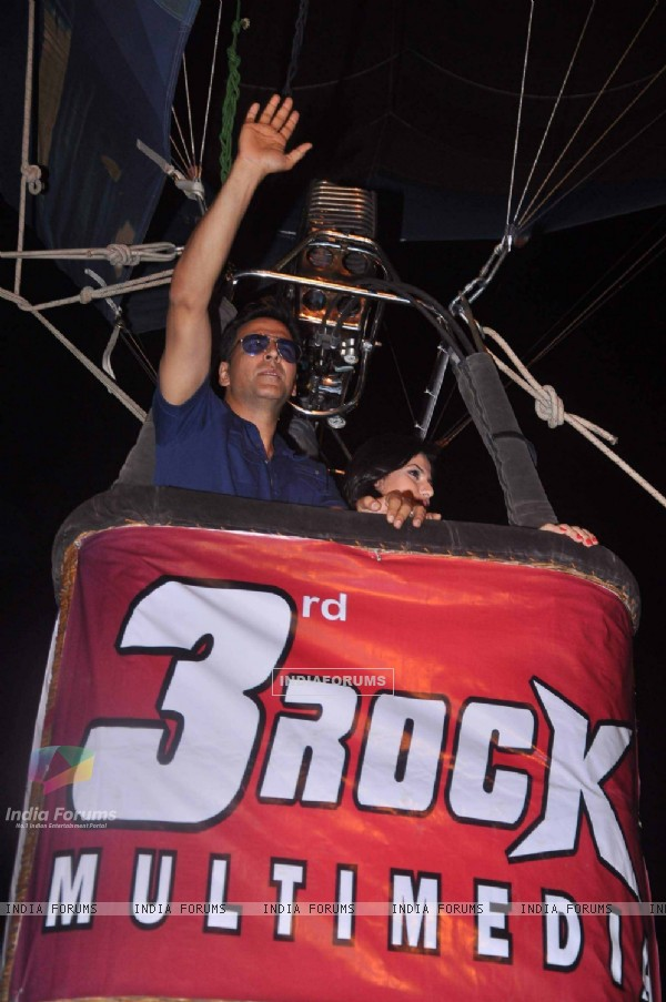 Akshay Kumar at air balloon music promotion of Housefull 2