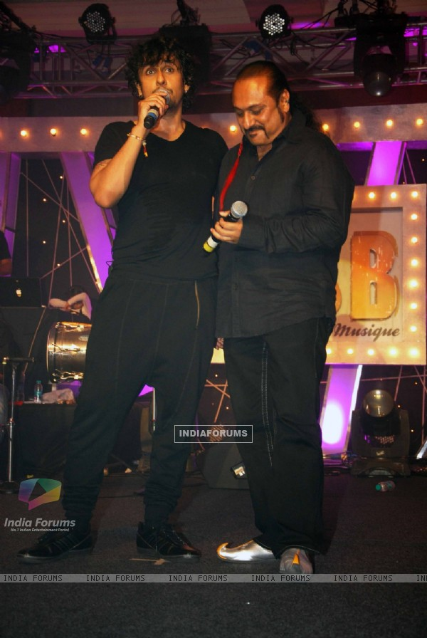 Sonu Niigaam with Leslie Lewis at Gitanjali Le Club Musique