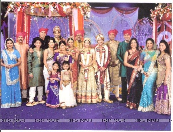 Punar Vivah cast celebrating marriage