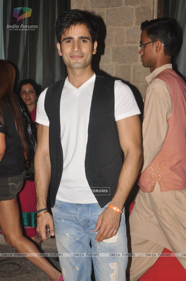 Karan Tacker at GR8! Fashion Walk for the Cause Beti by Television Sitarre