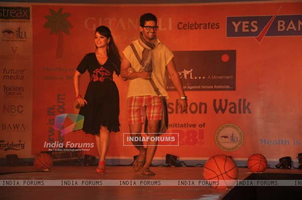 Adaa Khan and Ravi Dubey at GR8! Fashion Walk for the Cause Beti by Television Sitarre