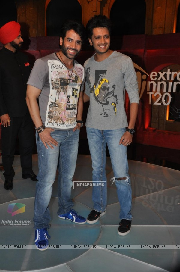 Tusshar Kapoor and Ritesh Deshmukh promote Kyaa Super Kool Hai Hum at Sony Max's 'Extraa Innings'