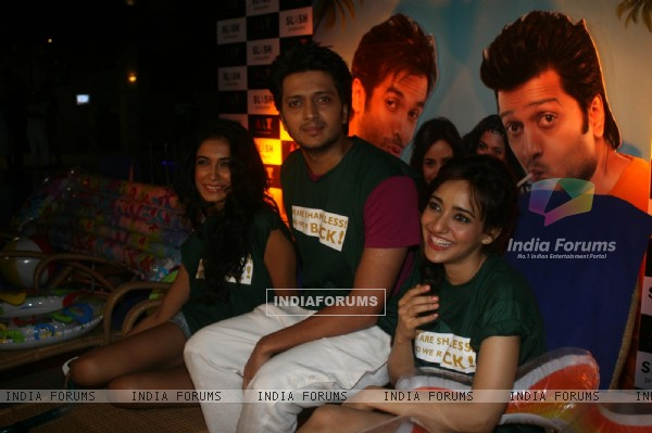 Ritesh Deshmukh, Sarah Jane Dias & Neha Sharma at the first look launch of film Kyaa Super Kool Hain Hum