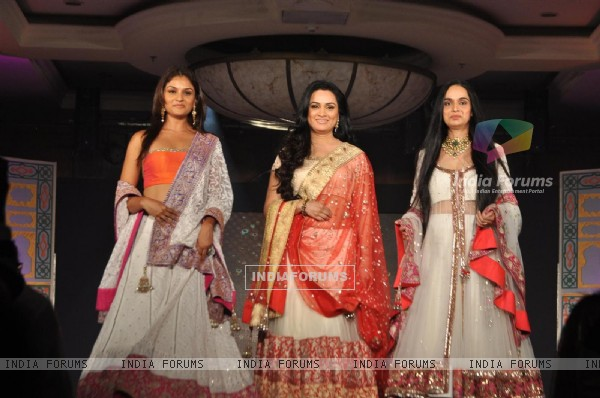 Padmini Kolhapure,Shivangi Kapoor & Tejaswani Kolhure at Lilavati's 'Save & Empower Girl Child' show