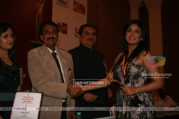 Kritika Kamra, Raza Murad and Rashmi Desai at Golden Achiever Awards 2012