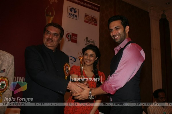 Raza Murad, Ragini Khanna and Nandish Sandhu at Golden Achiever Awards 2012