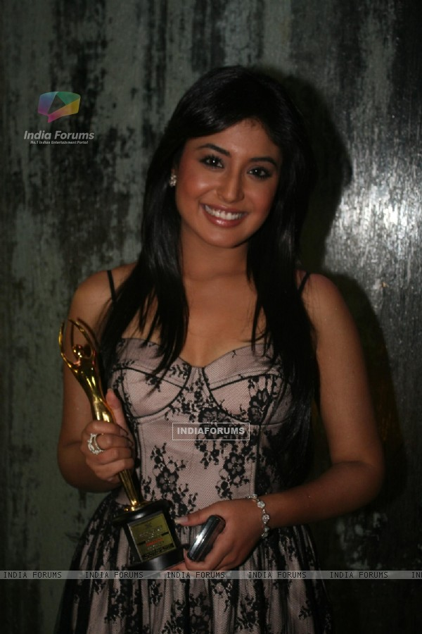 Kritika Kamra at Golden Achiever Awards 2012