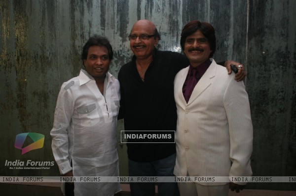 Sunil Pal, Avtaar Gill and Eshaan Quershi at Golden Achiever Awards 2012