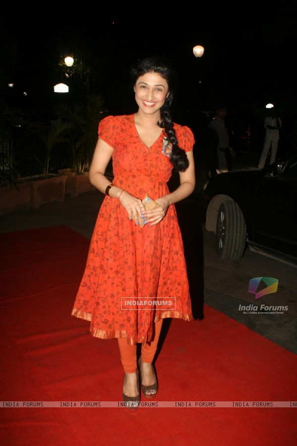 Ragini Khanna at Golden Achiever Awards 2012