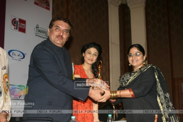 Indira Krishnan, Ragini Khanna and Raza Murad at Golden Achiever Awards 2012