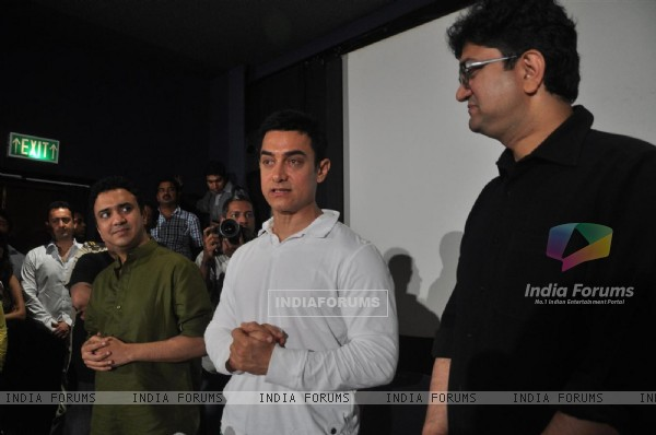 "Aamir Khan during his first Television Reality Show unveiled with the song of ""Satyamev Jayate Satyamev Jayate"""