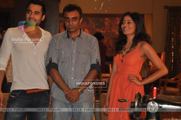 Jackky Bhagnani, Sanjay Gadhvi and Nidhi Subbaiah during the Mahurat of Movie �Ajab Gazabb Love�