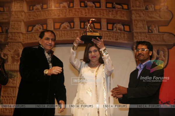 Alka Yagnik, Shakeel Saifi and Kailash Saifi at Dadasaheb Ambedkar Awards