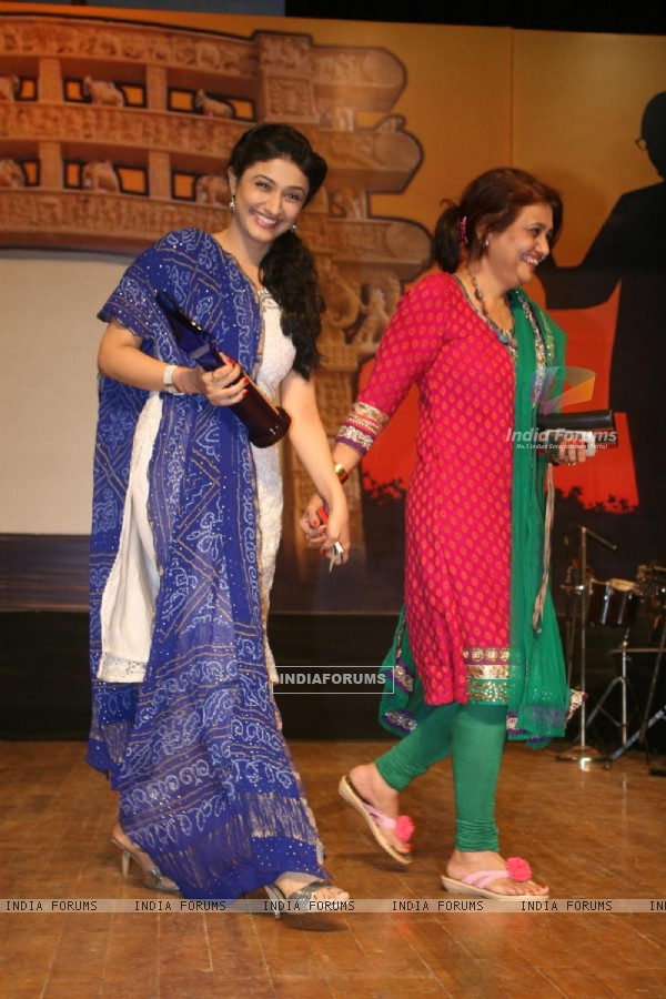Ragini Khanna and Kamini Khanna at Dadasaheb Ambedkar Awards