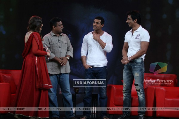 Raveena Tandon, Sanjay Gupta, Sonu Sood and John Abraham on the sets of Isi Ka Naam Zindagi
