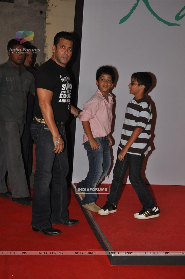 http://img.india-forums.com/images/600x0/194869-salman-khan-at-launch-of-kallista-spa.jpg