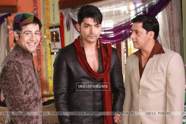 Gurmeeet Choudhary, Dishank Arora and Rakesh Kukreti on sets of punar vivah