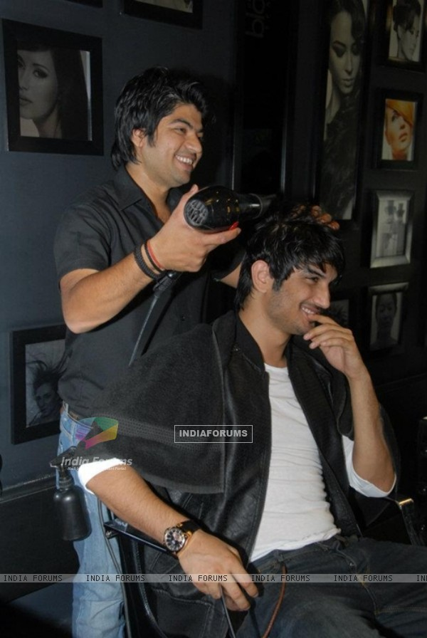 Sushant Singh Rajput getting a new look at a Saloon