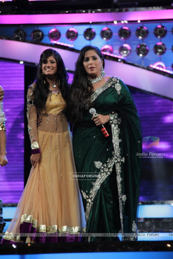 Rajasmita Kar and Geeta Kapoor at Dance India Dance Season 3 Grand Finale in Mumbai